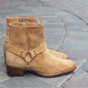 NEW Frye Dara Harness Short Suede Boot in Sand